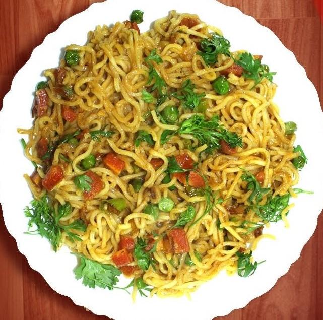 Veg Fried Maggi Recipe In Hindi/ वेज फ्राइड मैगी बनाने की रेसिपी हिंदी में
